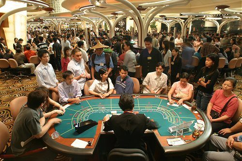 Poker và bài học đầu tư tài chính
